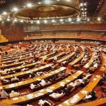 قومی اسمبلی میں  حکومتی و اپوزیشن ارکان آپس میں الجھتے رہے
