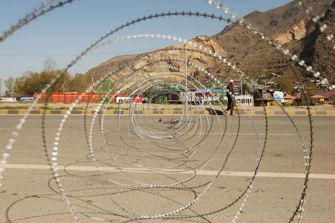 جموں و کشمیراب تک 3500 افراد کو حراست میں لیا گیا ہے ۔ 292 افراد کو کشمیر کے ظالمانہ پی ایس اے کے تحت گرفتار کیا گیا ہے