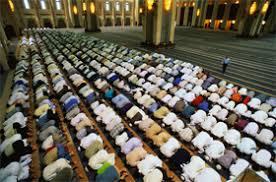علما کو نماز وں اور تراویح کے حوالے سے  کچھ انتظار کرنا چاہئے تھا ، قبلہ ایاز