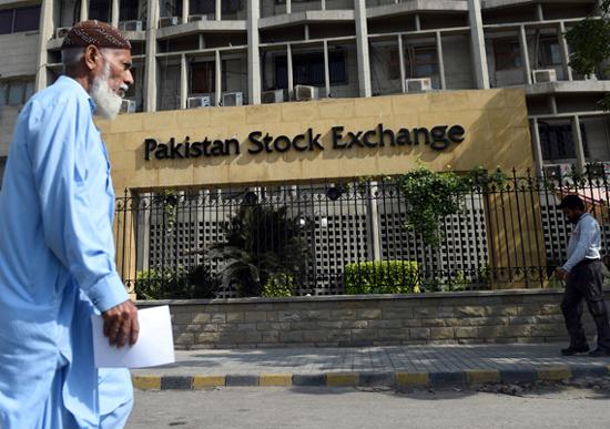 کراچی:اسٹاک مارکیٹ میں کاروبای ہفتے کے پہلے روز مندی کا رجحان