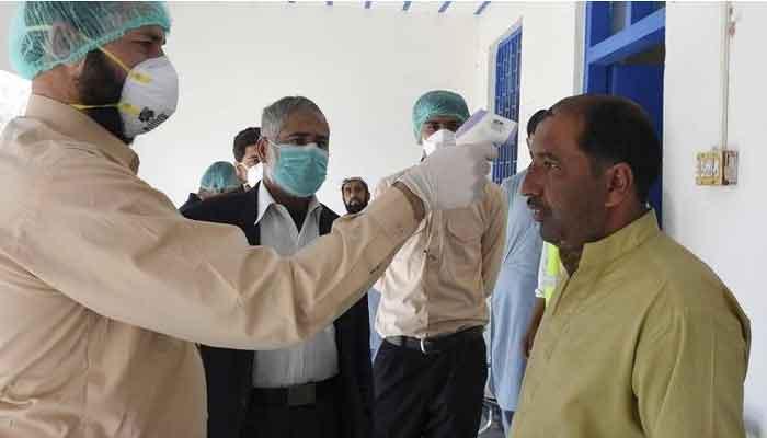 حکومت کا کورونا وائرس سے جاں بحق طبی عملے کیلئے 1 کروڑ تک مالی پیکج کا اعلان