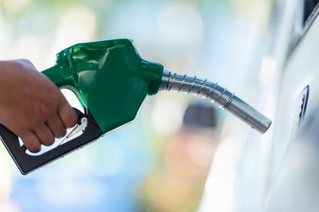 پٹرول، ڈیزل اور دیگر پٹرولیم مصنوعات کی قلت پیدا کر دی ہے