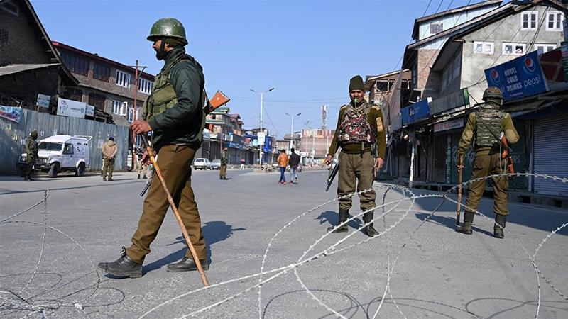 بھارتی قابض فوج اور مجاہدین کے درمیان جھڑپ ، سی آر پی ایف کا ایک اہلکار ہلاک