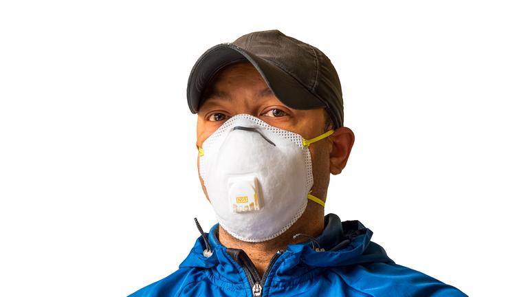 کورونا کی شدت میں کمی کے بعد ماسک اور سینیٹائزر کی طلب میں بھی نمایاں کمی