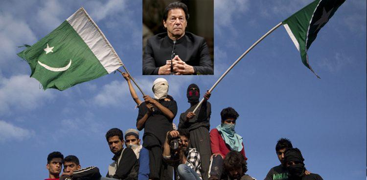 پاکستان کشمیریوں کے ساتھ ہے، آزادی کا حق دلانے کیلئے لڑتے رہیں گے: عمران خان