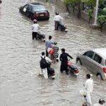 کراچی میں بارش کے بعد بیشتر علاقوں کی حالت ابتر ، پانی گھروں میں داخل