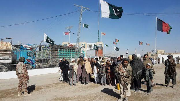 پاکستان اور افغانستان کے مابین اہم تجارتی مقام انگور اڈہ پر تجاری سرگرمیاں بحال