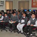لاہور سمیت پنجاب کے سرکاری سکولوں میں ایس او پیز کی خلاف ورزیاں ...کورونا پھیلنے کا خدشہ
