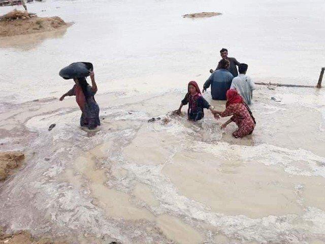 دادو میں سیلاب سے تباہی، وبائی امراض سے متعدد بچے جاں بحق