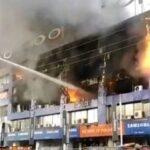 لاہور کے اہم کاروباری مرکز میں آتشزدگی؛ کروڑوں روپے کا سامان خاکستر