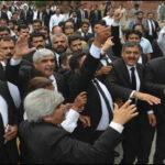 اسلام آباد کی ضلعی کچہری میں غیر قانونی چیمبرز گرانے پر وکلا کا احتجاج،توڑ پھوڑ