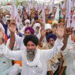 بھارت میں متنازع قوانین کیخلاف احتجاج جاری، کسانوں کا مرکزی شاہراہ بند کرنے کا اعلان