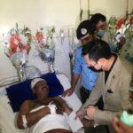 بے مثال کارکردگی پر پولیس سپاہیوں کو خراج تحسین پیش کرتے ہیں۔ سردار یاسر الیاس خان